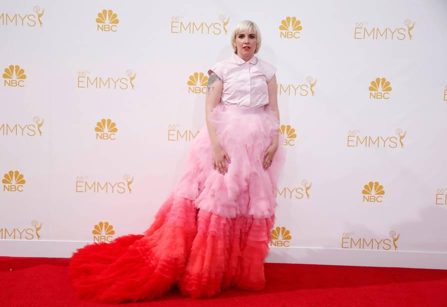 A atriz Lena Dunham da série Girls chega ao 66º Emmy, em Los Angeles