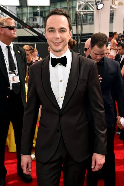 O ator Jim Parsons da série The Big Bang Theory chega ao 66º Emmy, em Los Angeles