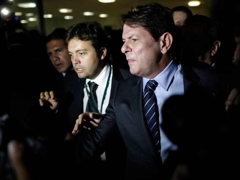 O ministro da Educação, Cid Gomes, deixa a comissão geral da Câmara dos Deputados