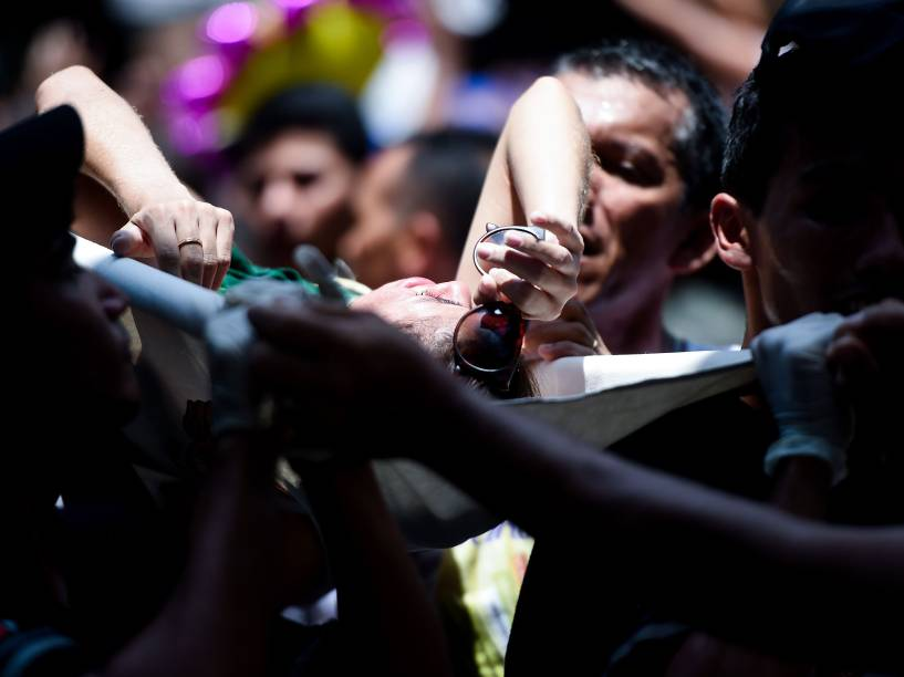 Mais de um milhão de pessoas acompanham a procissão do Círio de Nazaré, em homenagem a Nossa Senhora de Nazaré, padroeira paraense neste domingo (11)