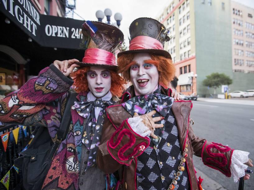 "Cosplayers vestidos de Chapeleiro Maluco, de ""Alice no País das Maravilhas"", durante a Comic Con 2015, em San Diego, Califórnia"