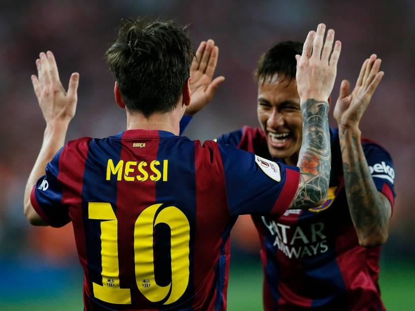 Messi e Neymar comemoram gol do argentino contra o Athletic Bilbao
