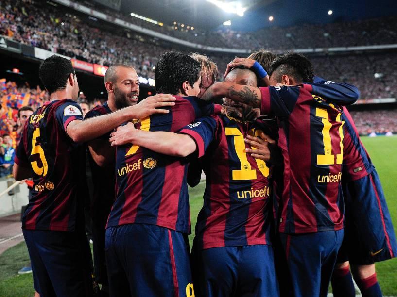 Os jogadores do Barcelona comemoram o gol de Lionel Messi durante a partida contra o Athletic Bilbao pela final da Copa do Rei da Espanha