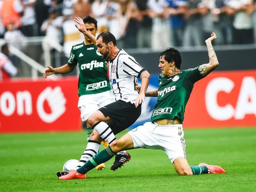 O jogador Danilo, do Corinthians, durante partida válida pelas semifinais do Campeonato Paulista 2015