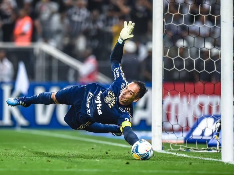 Fernando Prass defende pênalti de Petros e garante a classificação do Palmeiras sobre Corinthians na semifinal do Campeonato Paulista de 2015