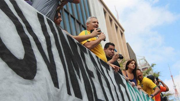 Coronel Telhada discursa em manifestação anti-Dilma na avenida Paulista, em São Paulo