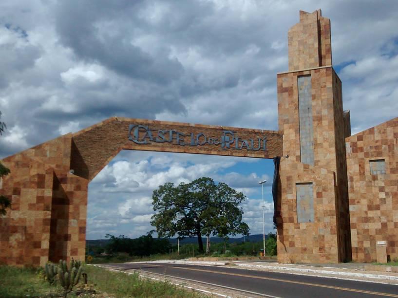 Pórtico de entrada da cidade de Castelo do Piauí