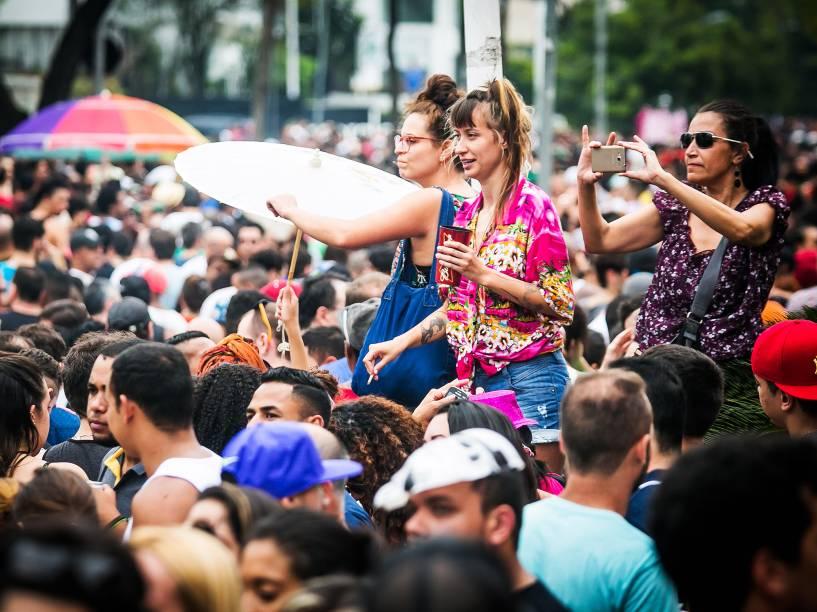 A cantora Daniela Mercury arrasta milhares de foliões com seu trio elétrico na Avenida Rebouças, na zona oeste da capital paulista, neste domingo (24). O show faz parte da programação do 462º aniversário da cidade de São Paulo