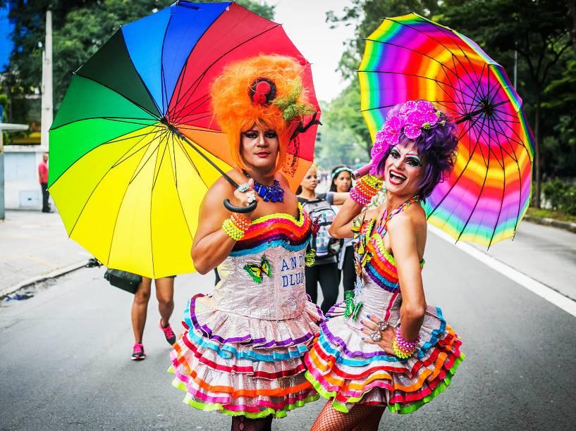 Segunda a Prefeitura de São Paulo, cerca de 100 mil pessoas acompanharam o trio elétrico da cantora baiana Daniela Mercury. O trajeto começou na Avenida Faria Lima, passou pela avenida Rebouças, rua da Consolação, encerrando o show na Praça Roosevelt