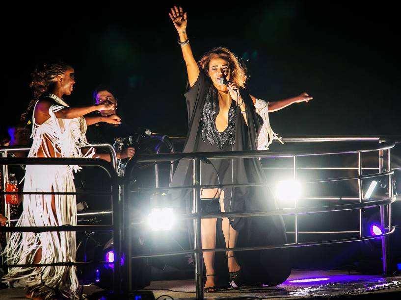 A cantora Daniela Mercury se apresenta em trio elétrico para comemorar o aniversário de 462 anos da cidade de São Paulo