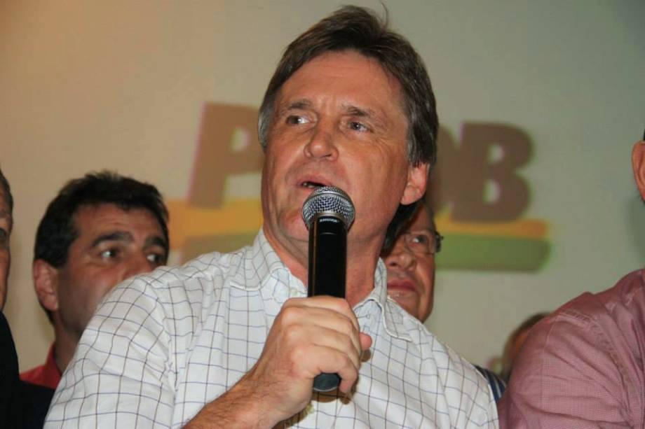 Dário Berger (PMDB) é eleito senador de Santa Catarina