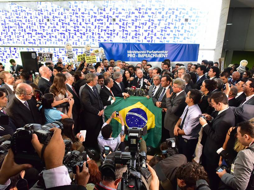 Partidos da oposição e alguns deputados da base aliada lançaram, nesta quinta-feira (10), o Movimento Parlamentar Pró-Impeachment<br><br>