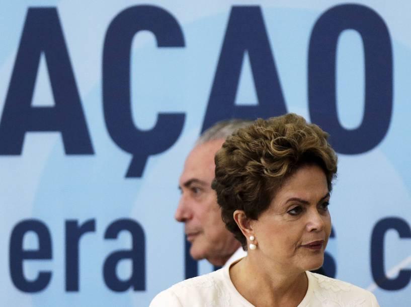 O vice-presidente Michel Temer e a presidente Dilma Rousseff participam da cerimônia de anúncio dos critérios de outorgas de radiodifusão AM para FM, no Palácio do Planalto, nesta terça-feira (24)