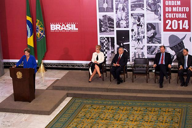 Dilma discursa na cerimônia da entrega da comenda da Ordem do Mérito Cultural, em Brasília - 5/11/2014