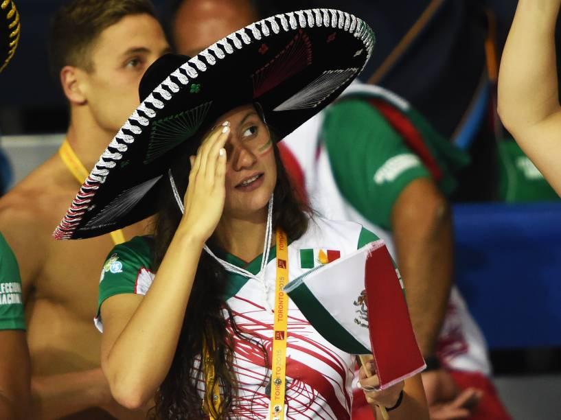 Torcedora com chapéu mexicano durante os Jogos de Toronto, no Canadá