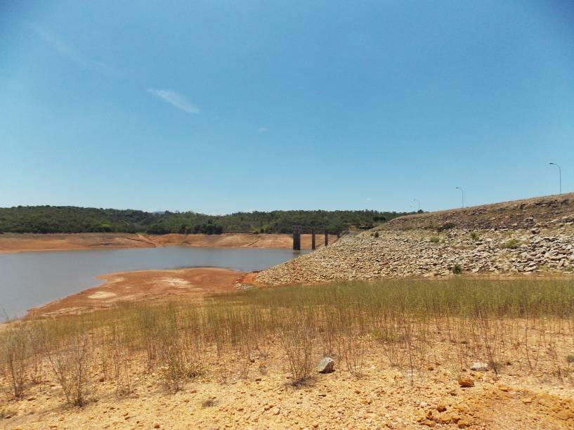 Represa Serra Azul, em 17 de janeiro de 2015