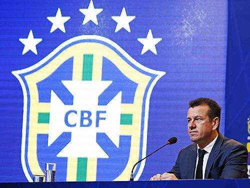 O técnico Brasil, Dunga, fala durante coletiva de imprensa na sede da CBF, no Rio de Janeiro - 17/09/2015