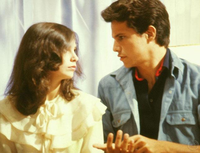 Edson Celulari e Lídia Brondi na novela O Homem Proibido (1982), da Globo