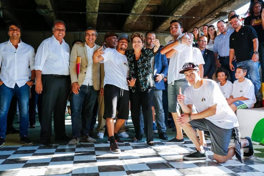 Candidata a reeleição pelo PT, Dilma Rousseff, comparece ao lançamento do livro Um país chamado favela, no Rio - 15/09/2014