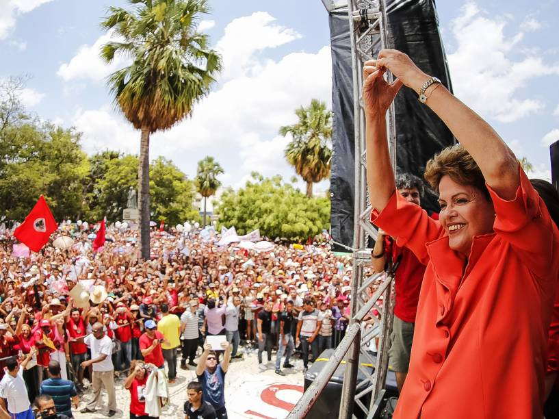 A candidata à reeleição para a Presidência da República, Dilma Rousseff, durante encontro em Petrolina, PE
