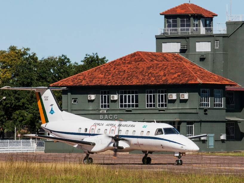 Embraer E-120 de prefixo VC-97 Brasília prestes a decolar na Base Aérea de Campo Grande