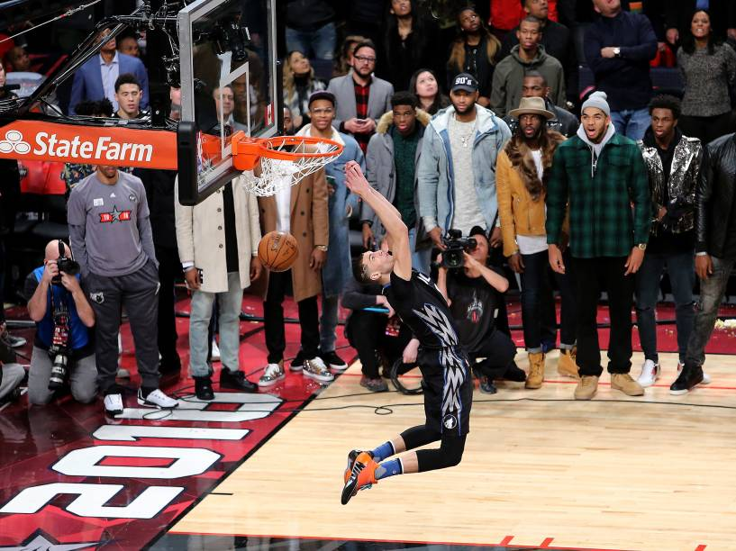 O armador Zach LaVine, do Minnesota Timberwolves, ganhou o torneio de enterradas da NBA pelo segundo ano consecutivo