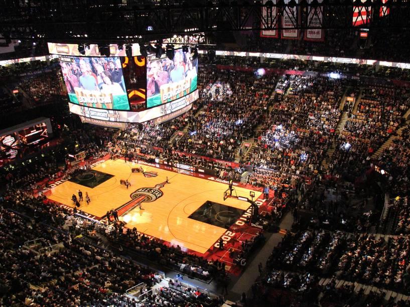 Público durante o torneio de enterradas da NBA