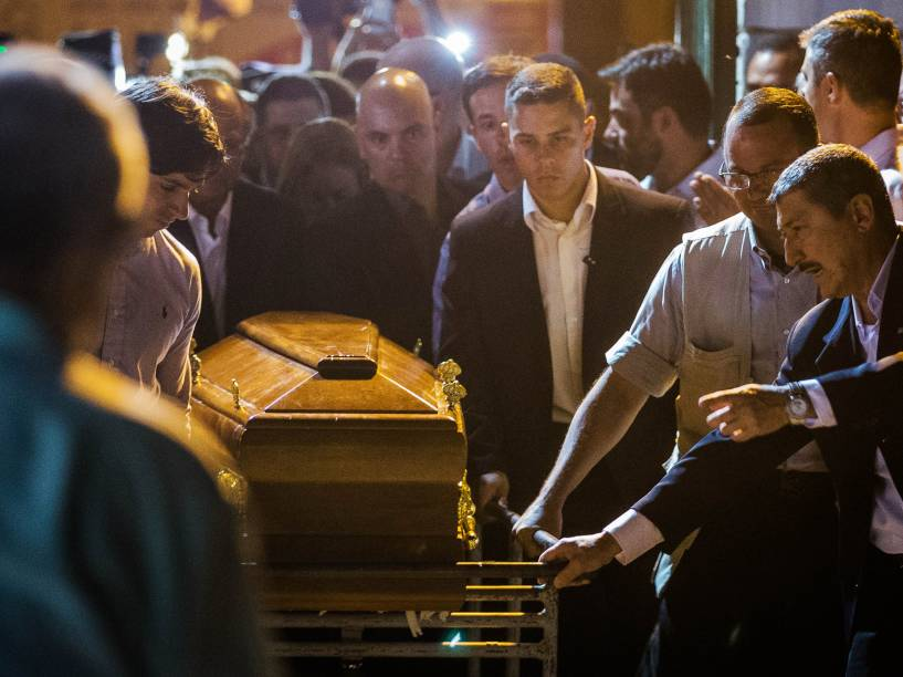 Caixão com o corpo de Thomaz Alckmin