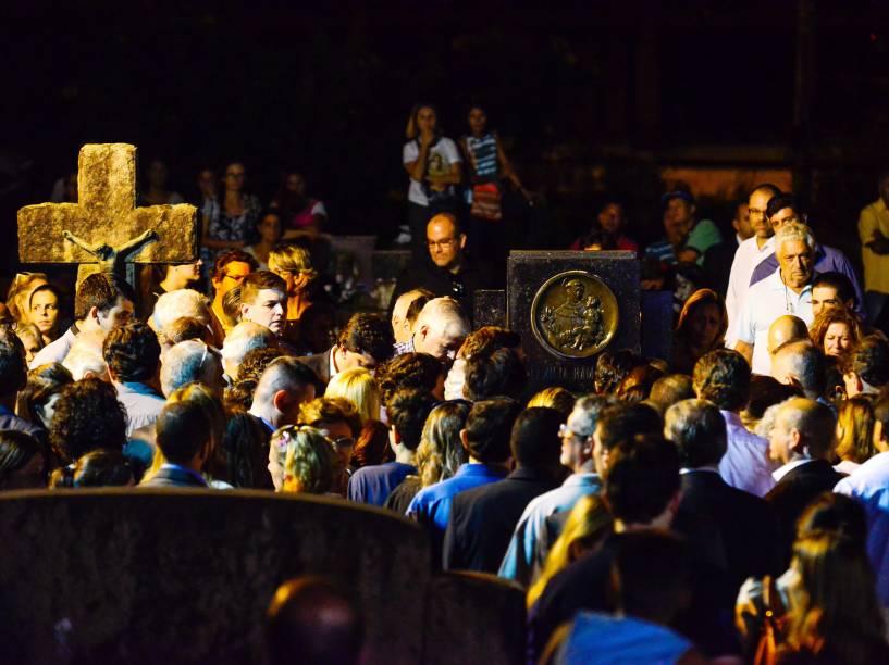 Enterro do corpo de Thomaz Alckmin, no cemitério municipal de Pindamonhangaba, interior de São Paulo