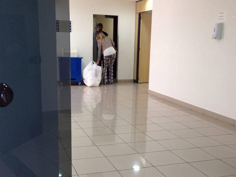 Advogada traz entrega para executivo preso