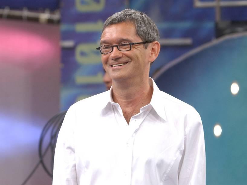 Serginho Groisman apresentando o programa Altas Horas, da Rede Globo, em 2005