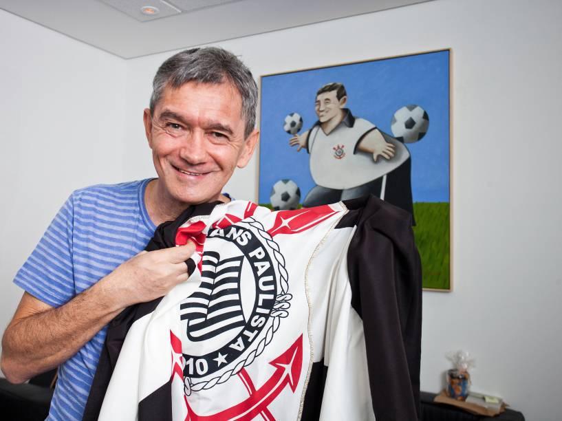 Serginho Groisman, torcedor do Corinthians, comemorando a conquista do primeiro título da Libertadores em 2012