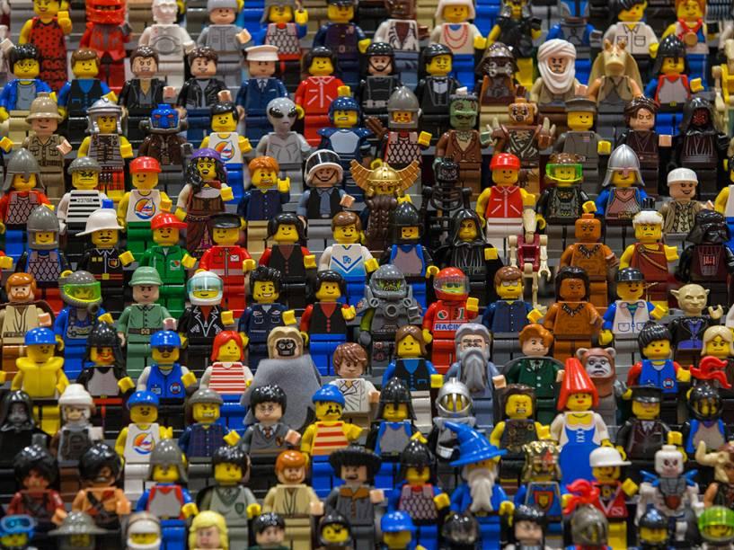 Peças de Lego imitando centenas de personagens são exibidas no dia da abertura da Brick 2014, em Londres, na Inglaterra