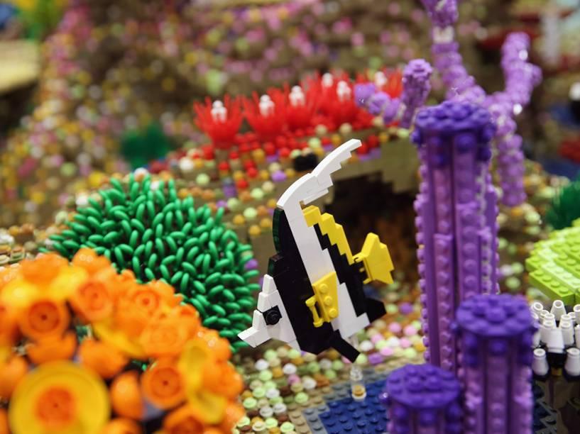 Peça feita de Legos imitando um aquário é exibida durante a Brick 2014, Em Londres, na Inglaterra