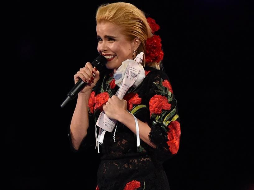 Paloma Faith recebe a estatueta de Artista Solo Feminina Britânica durante o Brit Awards 2015