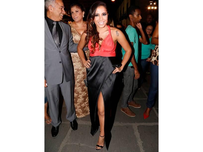 Anitta chega para a cerimônia de casamento de Preta Gil e Rodrigo Godoy