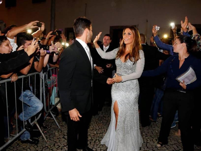 Ivete Sangalo chega acompanhada do marido Daniel Cady