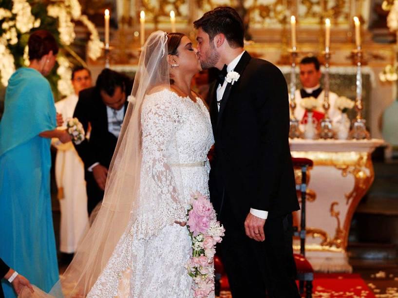 Preta Gil e Rodrigo Godoy disseram sim nesta terça-feira