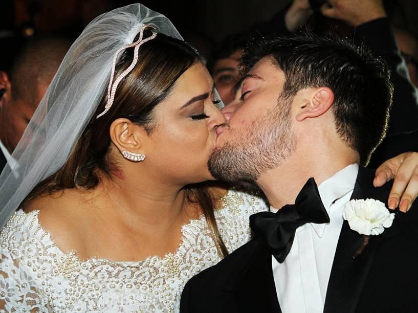Preta Gil e Rodrigo Godoy depois de se casarem na Igreja Nossa Senhora do Carmo, no Rio de Janeiro