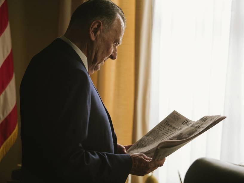 O ator Tom Wilkinson no papel do presidente Lyndon Johnson em cena do filme Selma
