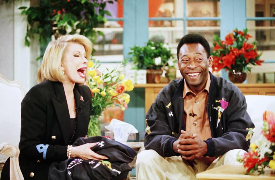 Joan Rivers entrevista Pelé em seu talk show Can We Shop? em 1994