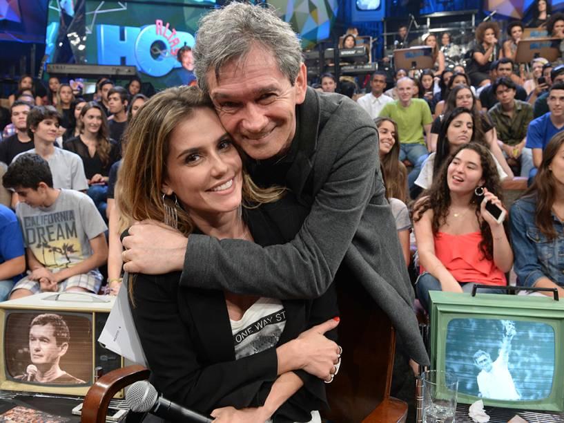 Deborah Secco e Serginho Groisman durante as gravações do programa Altas Horas, em junho de 2014