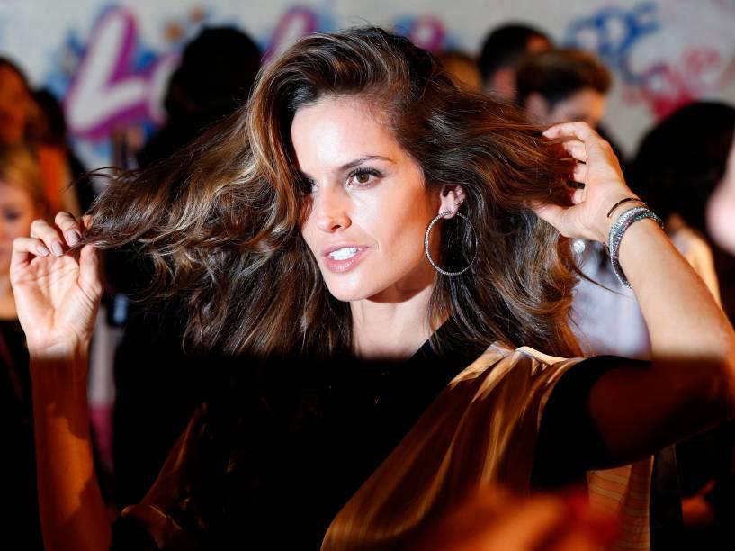 A brasileira Izabel Goulart, uma das Angels da marca Victorias Secret, se prepara para o desfile