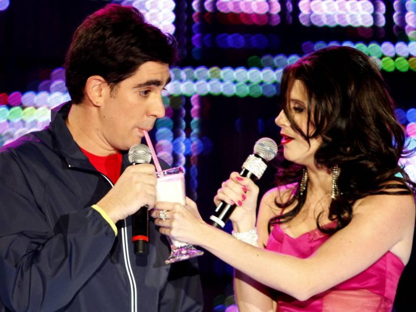 Marcelo Adnet e Dani Calabresa, imitando a apresentadora Luciana Gimenez, no Video Music Awards Brasil 2010