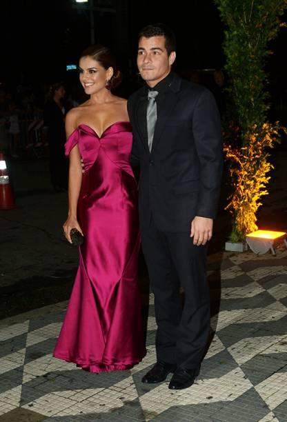 Paloma Bernardi e Thiago Martins chegam ao casamento de Thiaguinho e Fernanda Souza, na zona Oeste de São Paulo