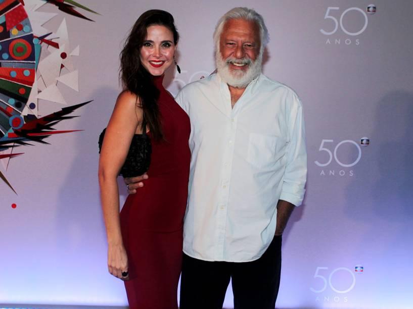 Antônio Fagundes e a namorada Alexandra Martins na festa de 50 anos da Rede Globo