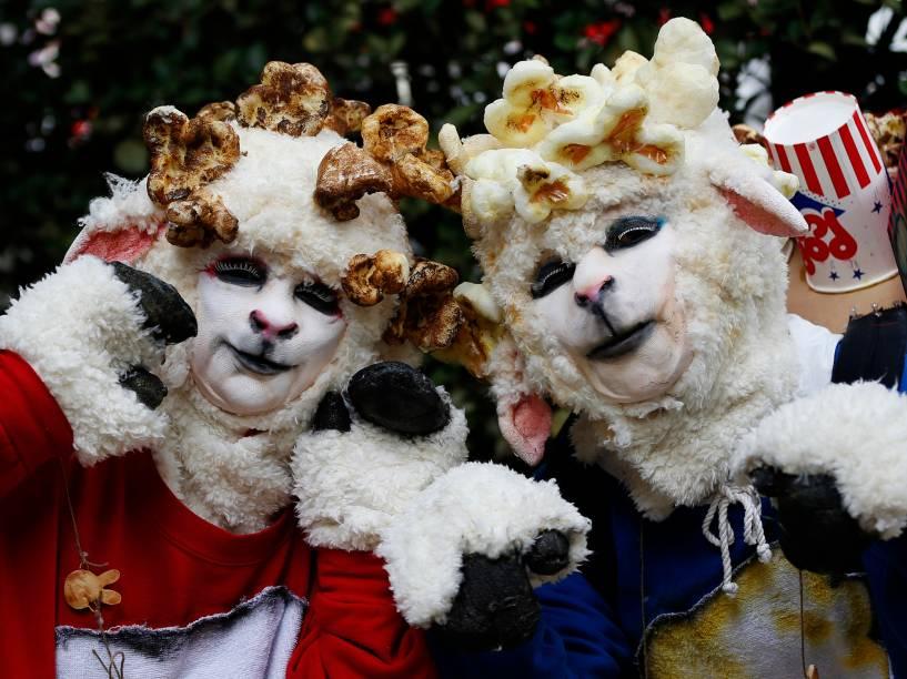 Participantes do desfile de Halloween deKawasaki, em Tóquio