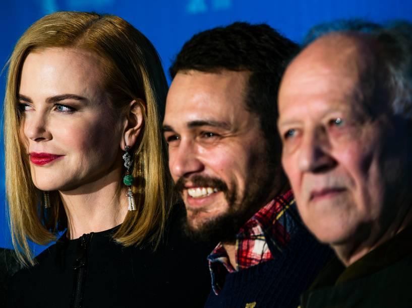 Os atores Nicole Kidman e James Franco, junto com o diretor Werner Herzog, durante o lançamento do filme Queen of the Desert, durante a a 65ª edição do Festival Internacional de Cinema de Berlim