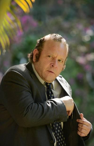 O ator Charles Paraventi como Geraldo José, em Loucas pra Casar