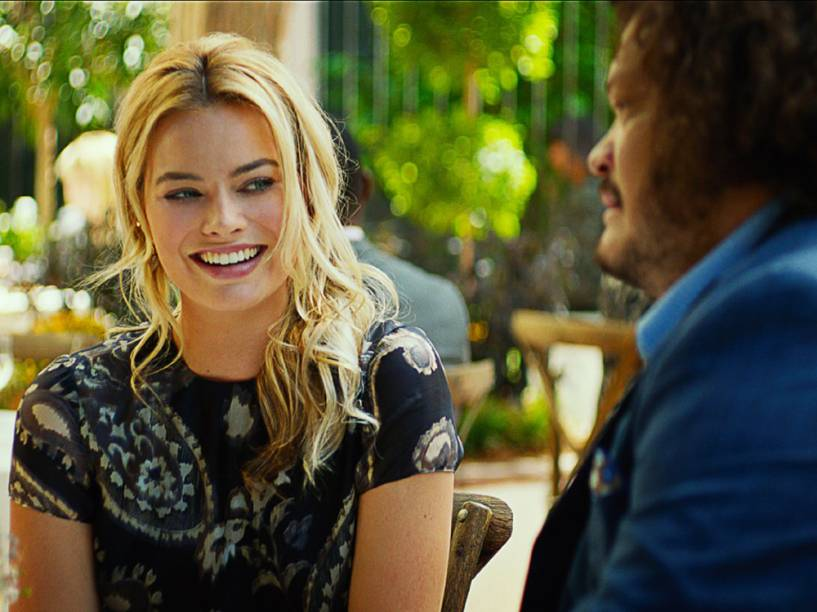 Margot Robbie em cena do filme Golpe Duplo
